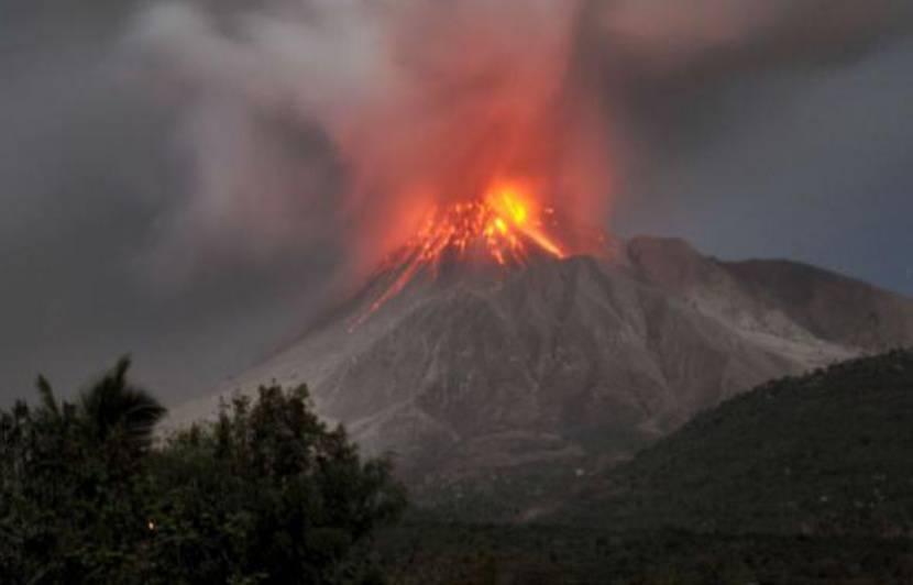 Pluie de cendres sur la Guadeloupe, établissements scolaires et aéroport  fermés
