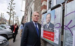 François Hollande, s'il est élu, devrait avoir un échange avec la chancelière allemande Angela Merkel dès dimanche soir, a indiqué son conseiller spécial, Jean-Marc Ayrault, député-maire socialiste de Nantes.