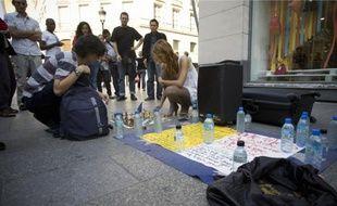 Une partie de jeu d'échecs sur un trottoir de la rue Caumartin (9e).