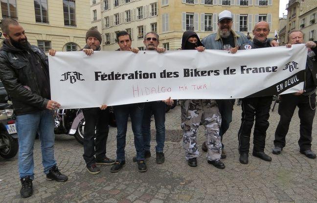 Une manifestation à Paris pour s'opposer contre la politique de déplacement de la mairie