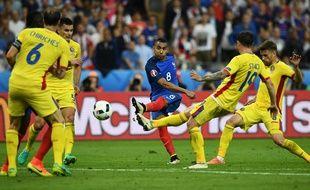 L'attaquant de l'équipe de France Dimitri Payet contre la Roumanie à l'Euro 2016, le 10 juin 2016, au Stade de France.