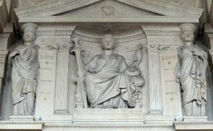 La cour d'assises de Maine-et-Loire a condamné en fin d'après-midi un ex-radiesthésiste, âgé de 58 ans, à 13 ans de réclusion criminelle pour une série d'agressions sexuelles et de viols commis sur des patients mineurs, durant une dizaine d'années à Angers.