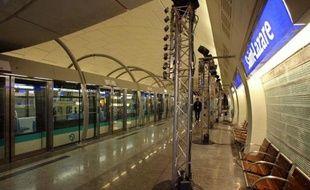 La mise en service du prolongement de la ligne 14 du métro parisien, destiné à désengorger la ligne 13 et à ouvrir la voie au Grand Paris Express, est reportée de deux ans, à mi-2019.