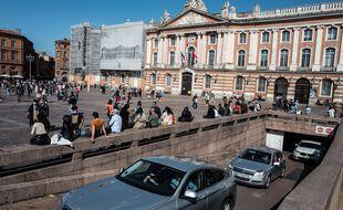 La place du Capitole à Toulouse. Illustration.