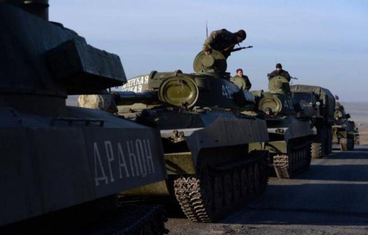 Un convoi de séparatistes pro-russes près de la ligne de front, à promixité de la ville de Starobeshevo, le 25 février 2015 – Vasil Maximov AFP