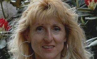 D'après l'accusation, les deux hommes auraient rencontré Nelly Crémel par hasard alors qu'elle faisait un footing matinal, l'aurait contrainte à monter dans leur véhicule, puis l'aurait tuée après lui avoir dérobé ce qu'elle avait sur elle, une montre, vingt euros.