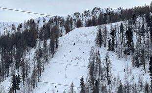 Des skieurs autorisés à utiliser les remontées mécaniques, à Isola 2000, le 9 janvier 2021