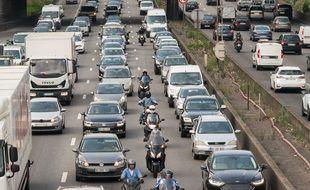 La circulation des deux-roues entre les files de voitures interdite à partir du 1er février (Archives)