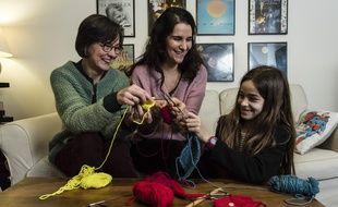 On peut apprendre le tricot, mais aussi la musique ou la photo...