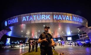 Près de 30 personnes ont été inculpées dans l'enquête sur l'attentat à l'aéroport d'Istanbul.