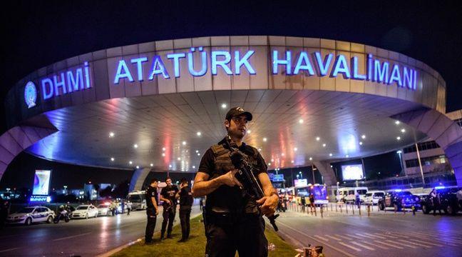 Près de 30 personnes ont été inculpées dans l'enquête sur l'attentat à l'aéroport d'Istanbul. – OZAN KOSE