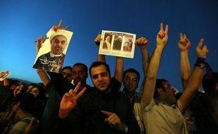 Le nouveau président iranien Hassan Rohani devra régler plusieurs dossiers importants, comme la relance des négociations avec les grandes puissances sur son programme nucléaire et l'allègement des sanctions internationales, tout en ménageant les autres piliers du régime dominé par les conservateurs.