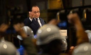 François Hollande lors de sa rencontre avec les ouvriers du chantier STX de Saint-Nazaire, le 13 octobre 2015