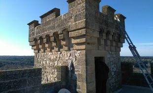 Les travaux vont beau train au château de La Barben.
