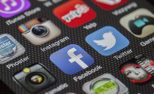 La fin de l'anonymat sur les réseaux sociaux est à nouveau au centre des débats politiques en France