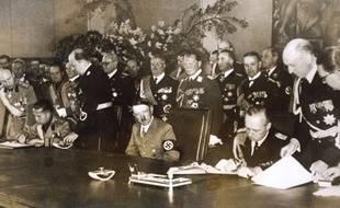 Hitler signe un accord militaire entre Rome et Berlin le 23 mai 1939