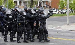 Sept policiers ont été blessés dans des émeutes à Baltimore, le 27 avril 2015.