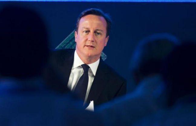 Le Premier ministre britannique David Cameron s'est dit prêt lundi à accueillir les entreprises qui fuieraient l'impôt en France, après avoir critiqué le projet du président français François Hollande de relever l'imposition des contribuables les plus riches.