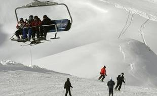 Des touristes dans la station de ski de Val-d'Isère, en Savoie, le 6 janvier 2016