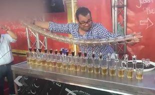 Il fait un jagerbomb avec 17 verres en même temps - Le Rewind (vidéo) b4d34f6ad5ae