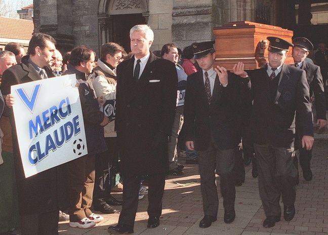 De nombreux supporters lui avaient rendu hommage le 30 janvier 1999 à Bordeaux lors de son enterrement.