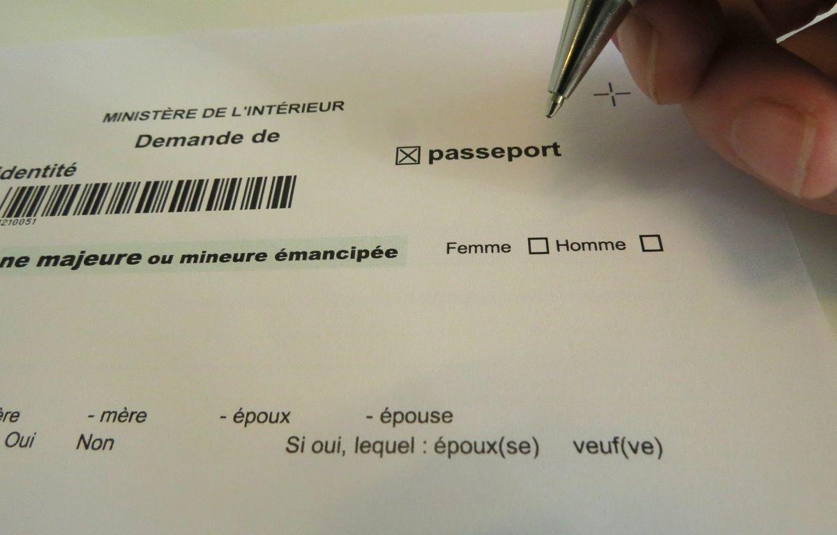 Feuille administrative de demande de passeport du ministre de l'IntŽrieur avec cases homme et femme, le 12 octobre 2015. – Charlotte Gonthier/20 Minutes