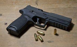 Un pistolet 9mm Parabellum. Ilustration.