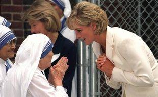 La princesse Diana rencontre mère Teresa dans un quartier à New York en juin 1997
