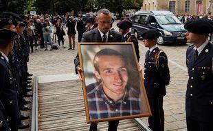 Un portrait du caporal Arthur Noyer a été présenté lors de ses funérailles, en septembre 2018 à la cathédrale Saint-Etienne à Bourges. GUILLAUME SOUVANT