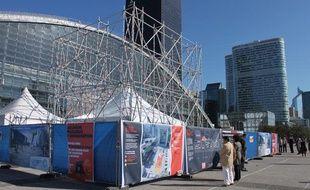 """Le chantier d'une """"mine"""" était installé vendredi 14 octobre 2011 sur l'esplanade de la Défense, dans le cadre d'une opération de recyclage des ampoules menée par Récylum."""