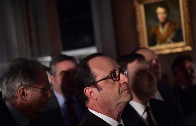 François Hollande en visite au musée de la Franc-Maçonnerie, le 27 février 2017 à Paris.