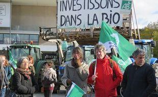 Environ 200 producteurs et militants écologistes étaient réunis ce mercredi à Rennes pour soutenir la filière bio.