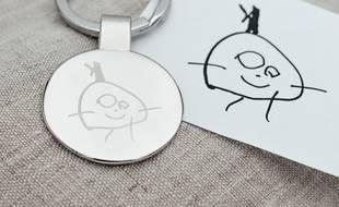La société crée des bijoux gravés à partir de dessins d'enfants.