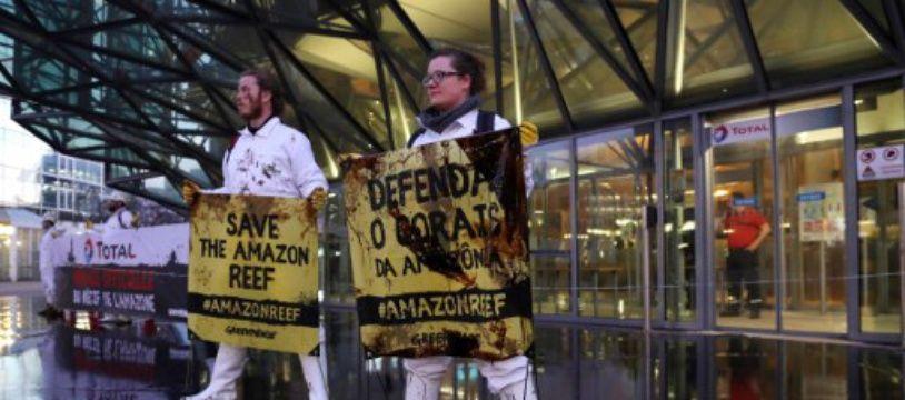 Greenpeace, comme ANV-COP21 et les Amis de la Terre ont régulièrement recours aux actions de désobéissance civile. Mais l'action «Bloquons la République des pollueurs
