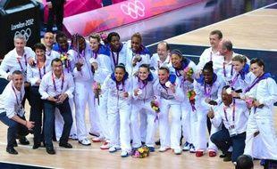 Les basketteuses françaises avaient rapidement évacué leur déception samedi après leur lourde défaite en finale des jeux Olympiques face aux Etats-Unis pour fêter une médaille d'argent historique.