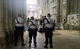 Célébration sous haute protection en hommage au père Jacques Hamel à la cathédrale Saint-Denis le 31 juillet 2016
