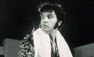 #4 Elvis Presley (chanteur, acteur) 55 millions de dollars  Décédé en 1977 d'une crise cardiaque, The King a cette année été détrôné du classement, malgré des partenariats lucratifs comme celui réalisé avec le fabriquant de jouets Mattel.