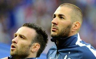 Mathieu Valbuena (g) et Karim Benzema (d), le 8 juin 2014, sous le maillot de l'équipe de France, à Lille