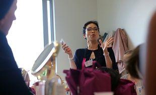 Des femmes atteintes d'un cancer participent à un atelier beauté au centre Eugène Marquis à Rennes, en mai 2018.