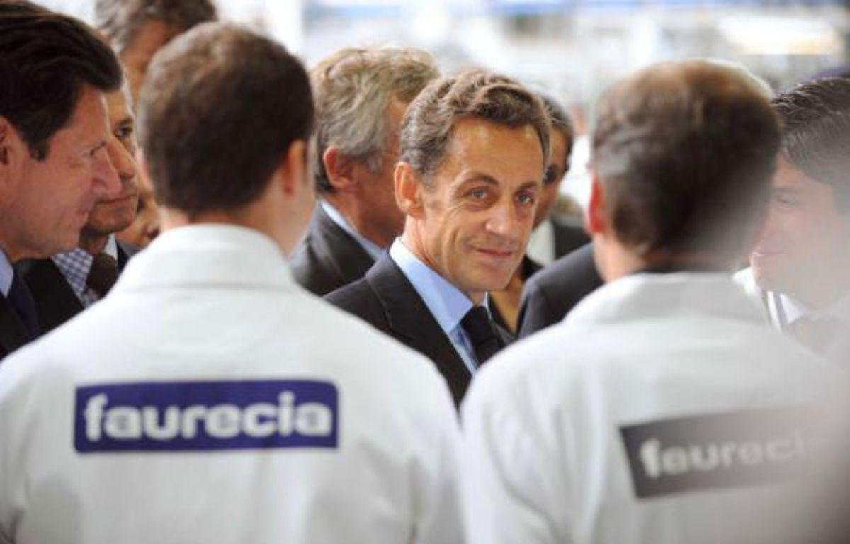 La visite de Nicolas Sarkozy dans une usine Faurecia à Caligny (Orne) le 3 septembre 2009 est soupçonnée par la télé belge RTBF d'avoir été bidonnée. – WITT/SIPA
