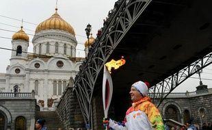 Un relayeur de la flamme olympique à Moscou, le 8 cotobre 2013.