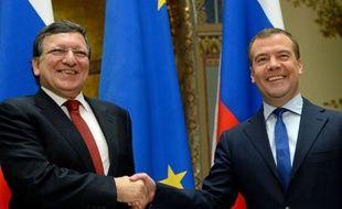 """Le Premier ministre russe Dmitri Medvedev a assuré vendredi que la Russie """"ne fermait pas la porte"""" à un soutien à Chypre, mais que Nicosie devait d'abord s'accorder avec l'UE pour trouver une issue à la crise."""