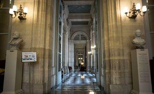 Le Sénat dominé par l'opposition de droite a voté vendredi à main levée, en première lecture, la prorogation de l'état d'urgence sanitaire, en le limitant au 31 janvier