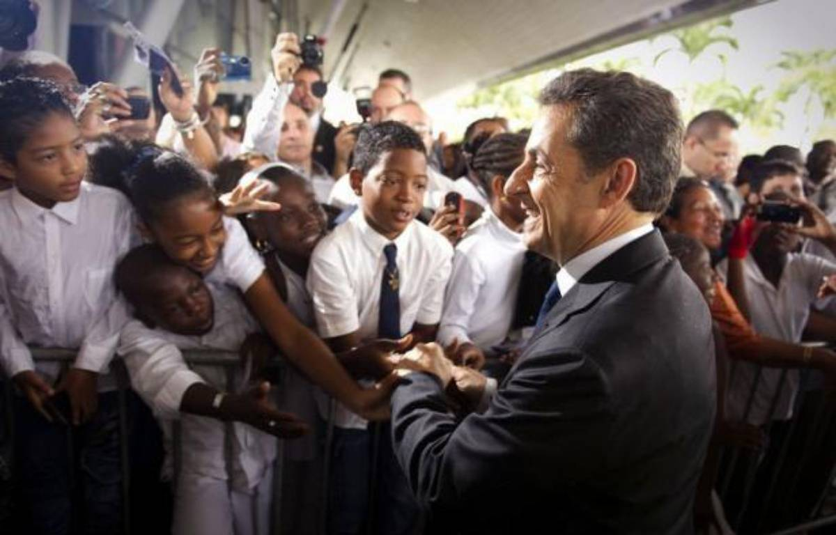 Nicolas Sarkozy a entamé samedi une visite de deux jours en Guyane d'où il doit présenter ses voeux aux Français d'outre-mer, profitant d'une étape en forêt amazonienne pour parler environnement, orpaillage mais aussi immigration clandestine, après un tour en pirogue – Lionel Bonaventure afp.com
