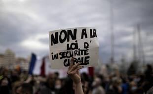 Loi «sécurité globale»: Au cœur des manifestations en France contestant le projet