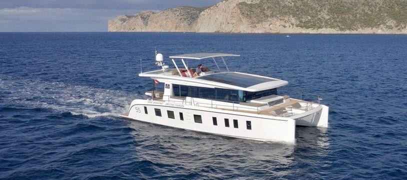 Le Silent 55 offre une autonomie de 100 miles nautiques à 5 nœuds