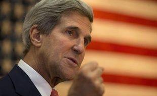 Le secrétaire d'Etat américain John Kerry, artisan de la reprise du dialogue direct israélo-palestinien, retourne la semaine prochaine en Europe au chevet du processus de paix, a annoncé jeudi le département d'Etat, démentant tout blocage des négociations.
