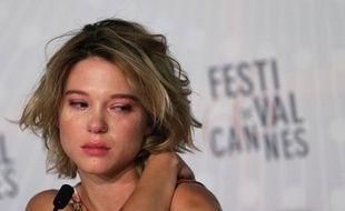 Léa Seydoux pleure à une conférence de presse du Festival de Cannes en 2013