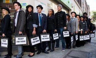 L'annonce mercredi d'une légère baisse du chômage en juillet au Royaume-Uni s'ajoute à une série de bonnes nouvelles pour le gouvernement de coalition, mais nombre d'analystes et certains ministres invitent à la prudence avant de conclure au succès de trois ans d'austérité controversée.