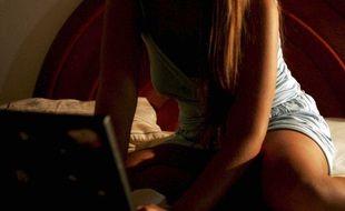 Une prostituée proposant ses services sur un site Internet (illustration)
